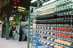 ベルギーのヴァンデヴィーレ製カーペット織機を1台購入。